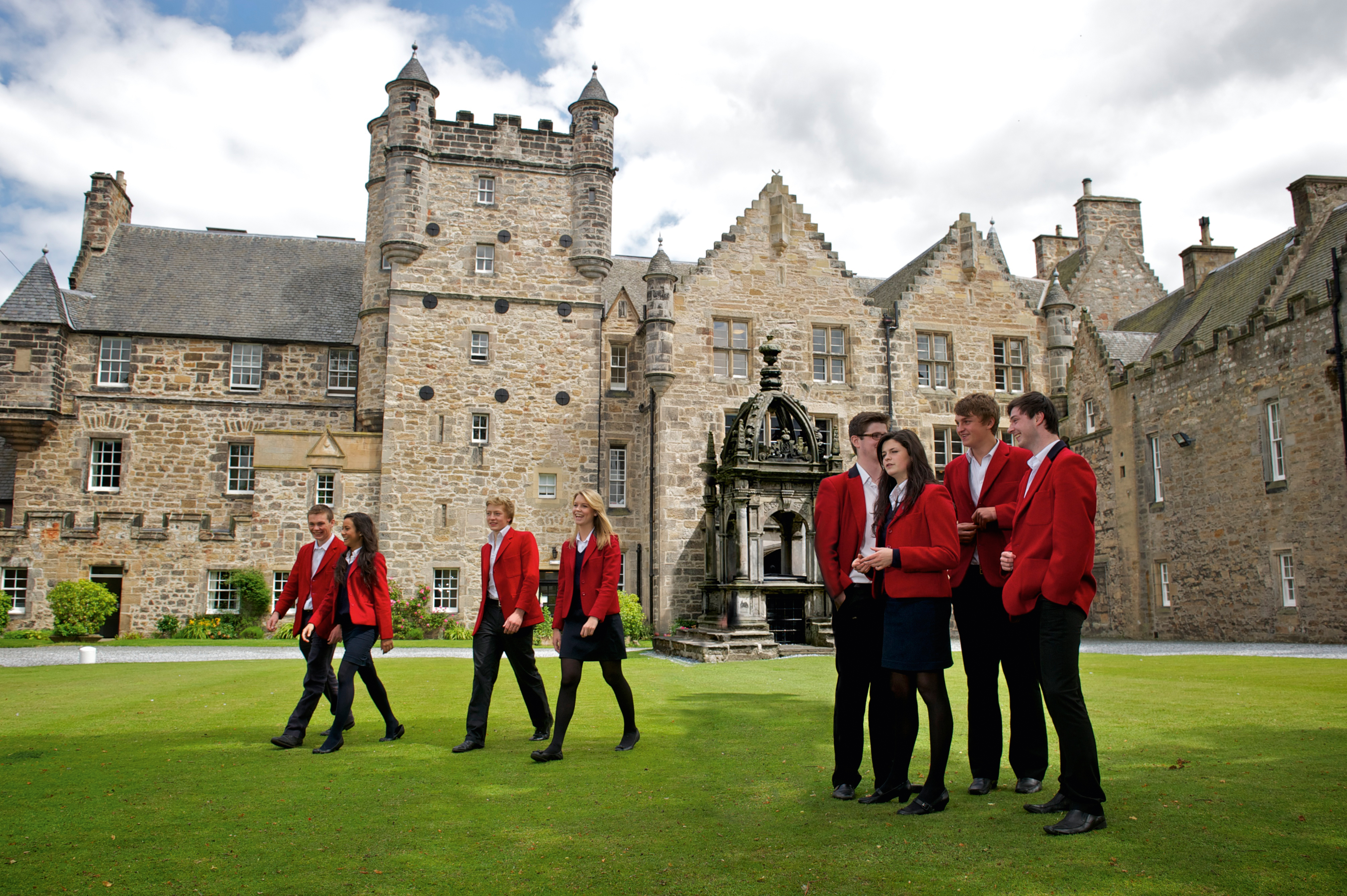 boarding school is an advantage over day school However, it is also clear that there are advantages to a boarding school  education  than their peers who attended a public school or a private day  school.