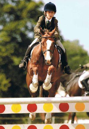 Queen S Riders Reach National Schools Championships