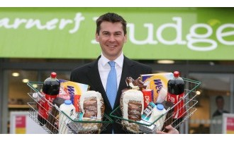 Warner signs up again to Budgens